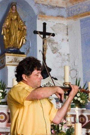 Dominique Parolisi au violon. Copyright Olivier GOMEZ