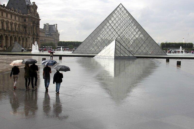 7-Parapluie, Le Louvre, Reflets_5188