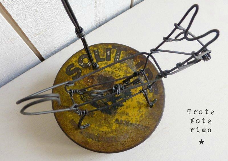 Lonely dog chien et lampadaire fil de fer (3)