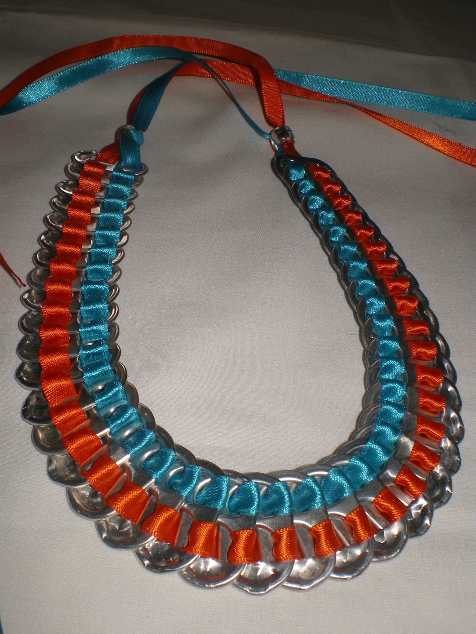 collier bicolore orange et turquoise