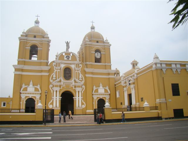 35 CATHEDRALE DE TRUJILLO
