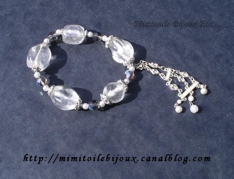 bracelet blanc pendeloque nacrée