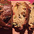 Cake salé aux courgettes, tomates et pistaches