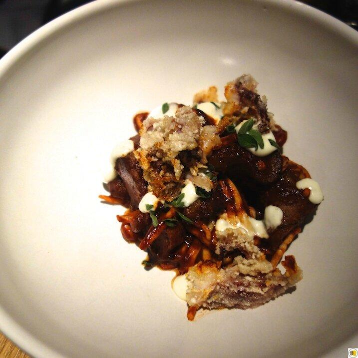 Calamars, artichaut, bouillon de paprika, aioli, origan (1)