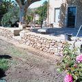 Création de cour avec mur en pierre
