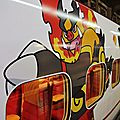 Red monster on Shinkansen 800