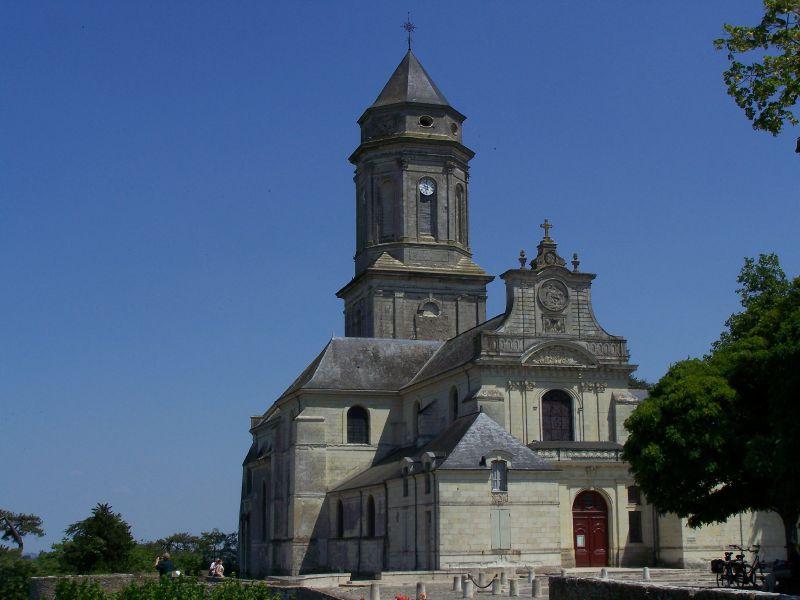 Vue de l'église abbatiale de Saint-Florent-le-Vieil