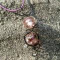 Médaillon noir et violet