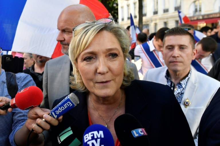 marine le pen europe bruxelle non a l europe zero immigration vite