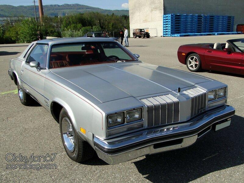 oldsmobile-cutlass-supreme-brougham-coupe-1977-01