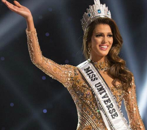 iris mittenaere miss france 2016 devient miss univers. Black Bedroom Furniture Sets. Home Design Ideas