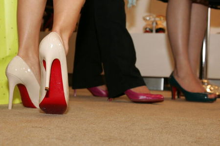 waiting_in_line_louboutin