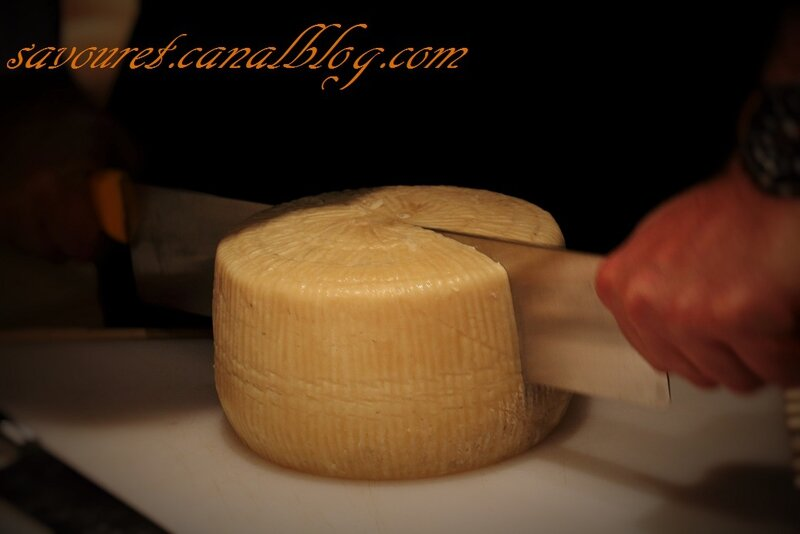 Fromage_entier__d_coupe_