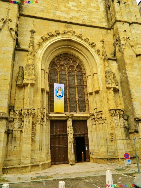 AUCH CATHEDRALE EXT 841 copie