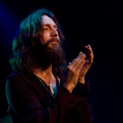 080330blackcrowes220308_0424