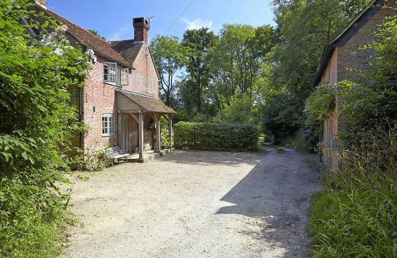 Walnuts-TN21-other-uk-houses-070-1200x781