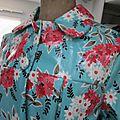 Ciré AGLAE en coton enduit turquoise à fleurs fermé par pressions cachés sous des boutons recouverts (4)