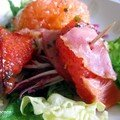 Salade coloree au bacon croustillant et pamplemousse rose