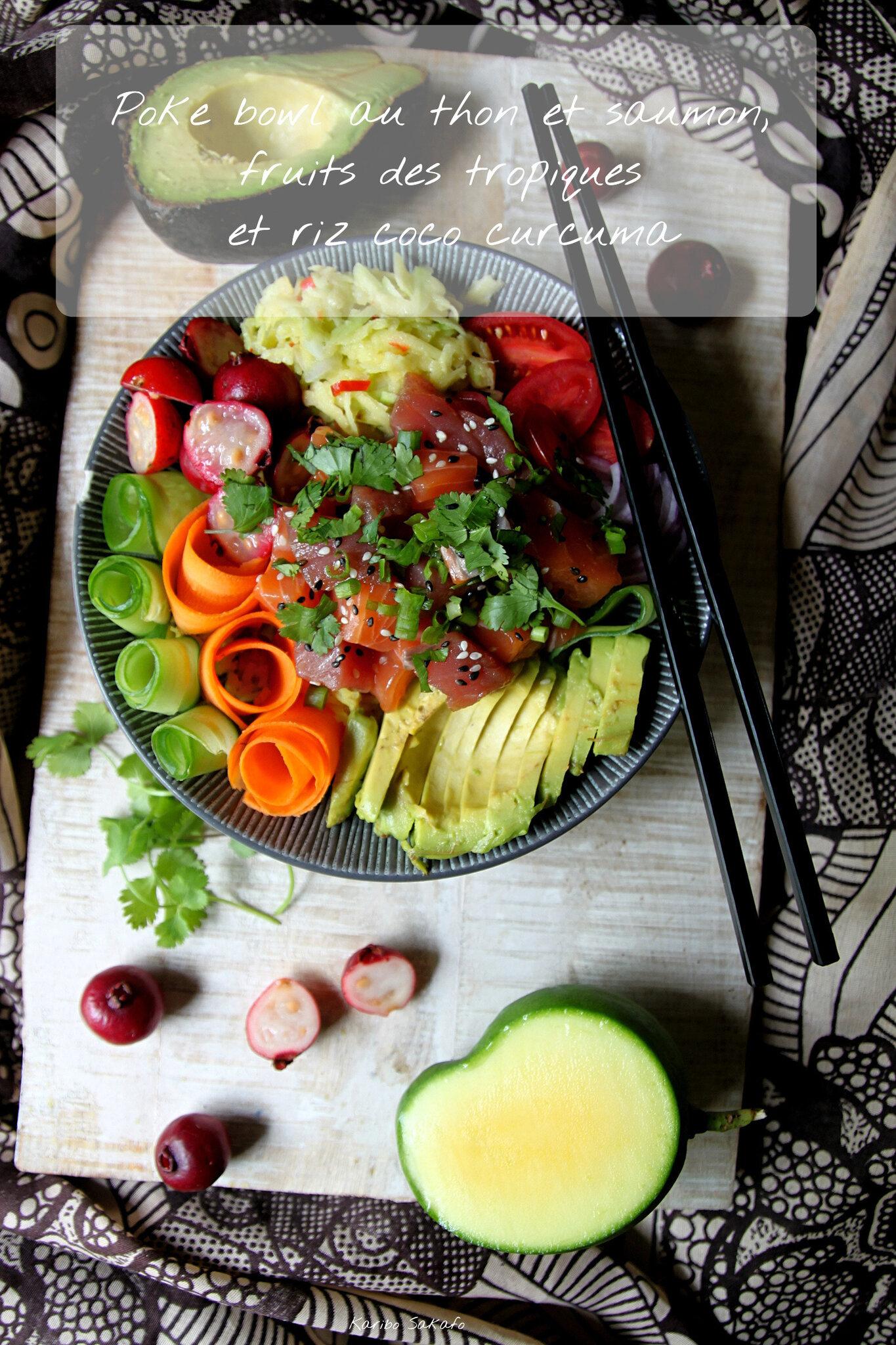 Poke bowl au thon et saumon, fruits des tropiques et riz coco curcuma