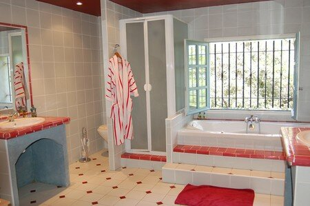 mas___master_bathroom