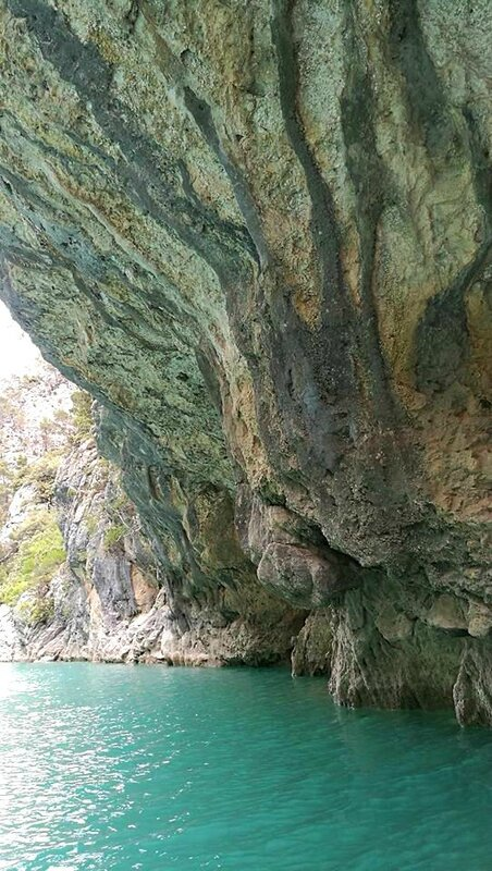Gorges du Verdon, le long de la rivière, falaises