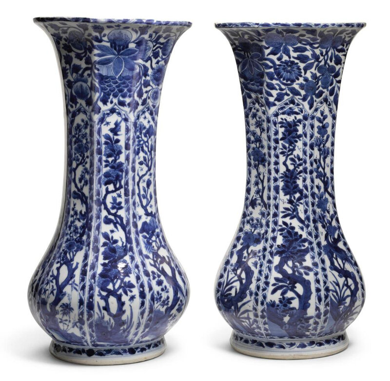 A pair of large Chinese blue and white porcelain octagonal beaker vases, Qing dynasty, Kangxi period (1662-1722)
