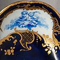 Vincennes. plateau ovale en porcelaine tendre nommé plateau de déjeuner en porte-huilier ou bateau. xviiie siècle, années 1754-5