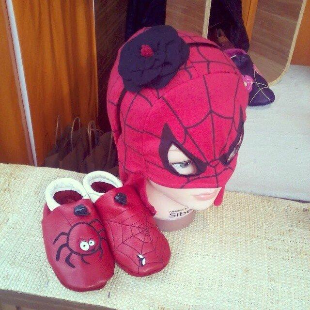 spiderman tom et lumi serre tête fleur une fille à frange