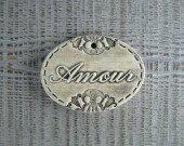 decoration-medaillon-ovale-en-faience-amour-1187745-photo-19246-30b0b_minia