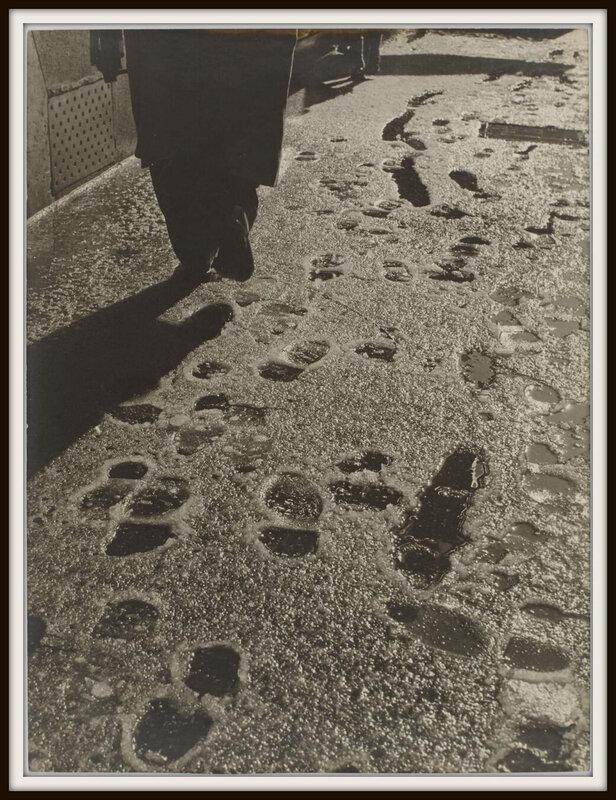 sabine-weiss-paris-france-1953-neige-1600x0