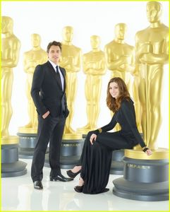 Oscar_Promo_Pics_James_Franco_and_Anne_Hathaway_24_1_11_kc