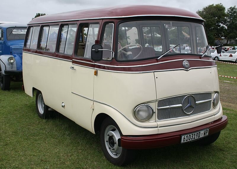 1961_Mercedes_Benz_O319D_Mini_Bus_(12403882823)