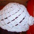 bonnet blanc crocheté