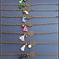 Bracelet connecteur fleur pompon perle et chaîne bronze