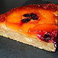Gâteau renversé aux pommes caramélisées et cassis