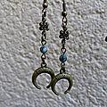 Boucles d'oreilles lune bronze et perles en turquoise africaine