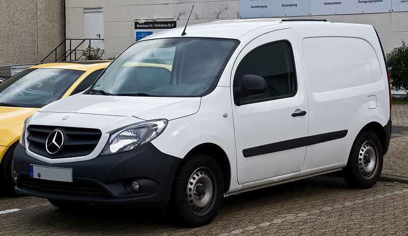800px-Mercedes-Benz_Citan_Kastenwagen_Lang_108_CDI_(W_415)_–_Frontansicht,_23