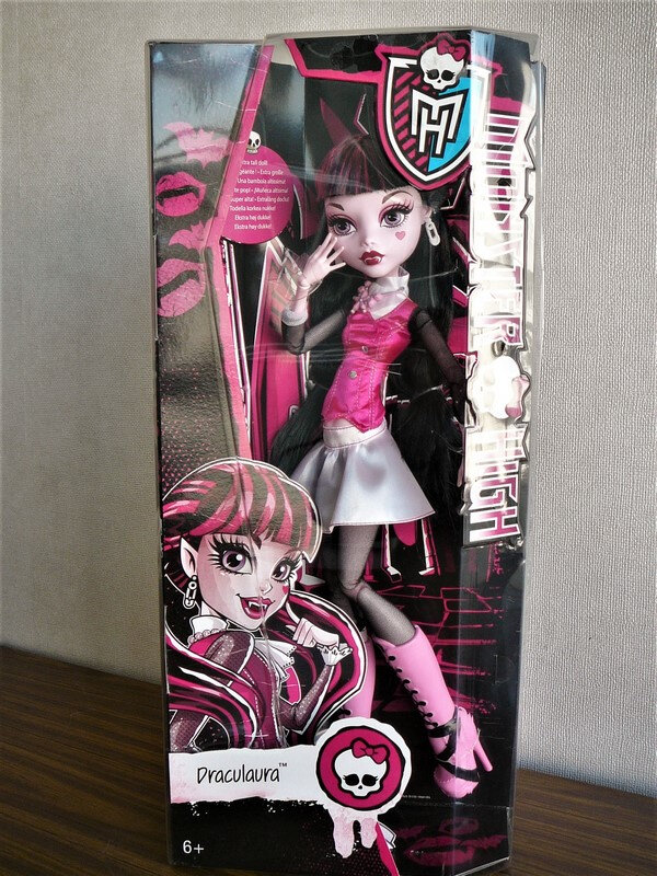 01 Draculaura 17 inches