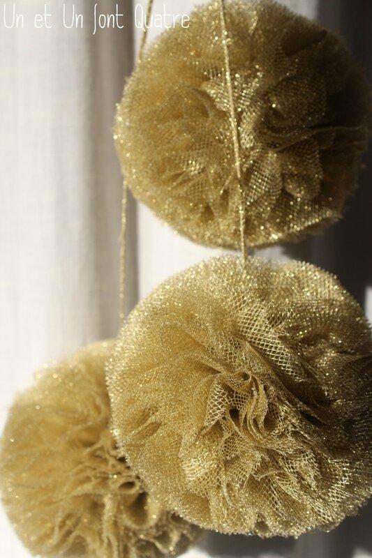Pompons dorés (3)