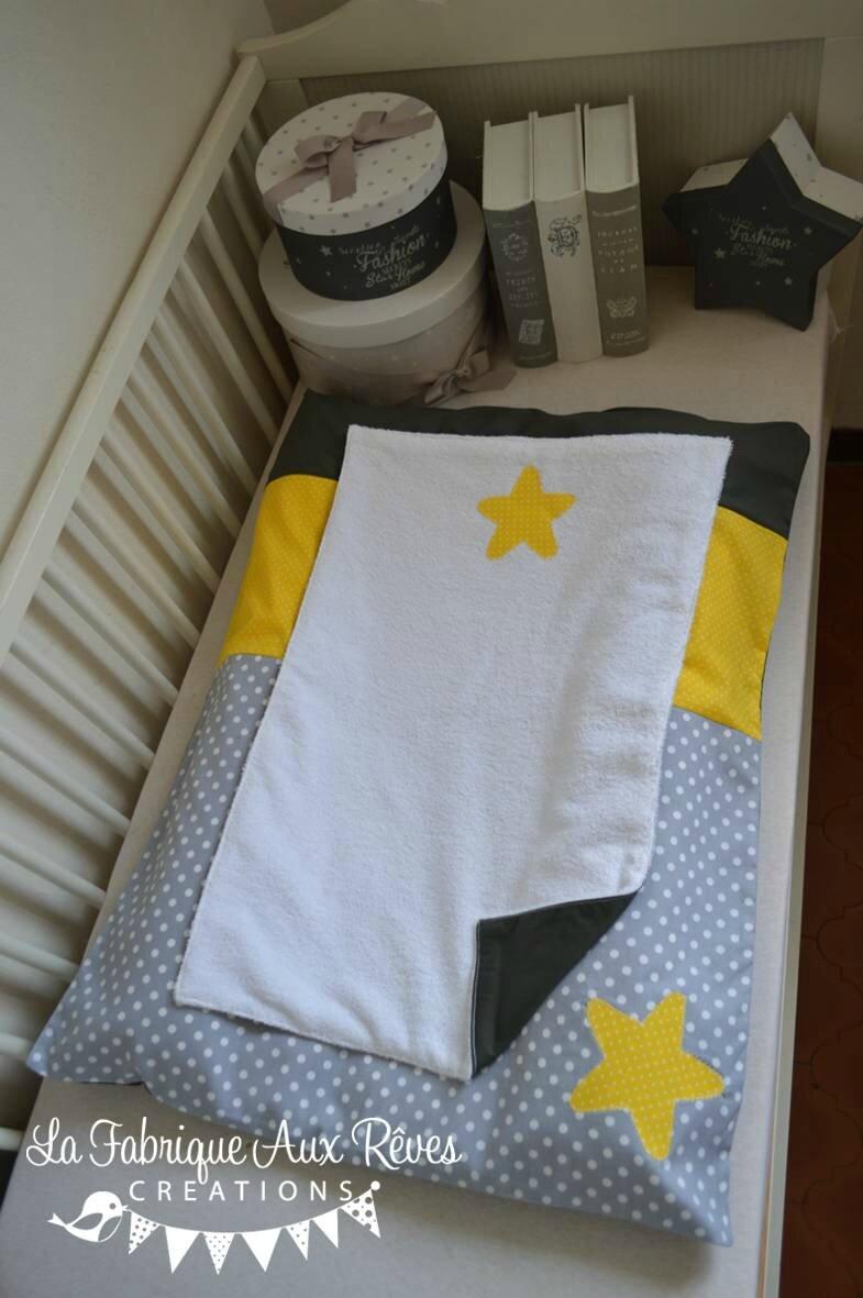 housse matelas à langer étoiles jaune gris blanc - décoration chambre bébé jaune gris blanc hibou étoiles