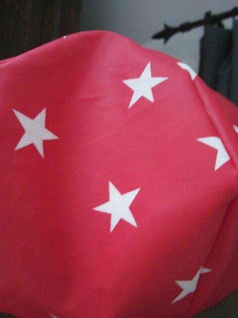 Chapeau de pluie rouge imprimé étoiles écru (6)