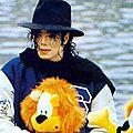 Michael jackson visite le parc huis ten bosch de nagasaki (japon), décembre 1992
