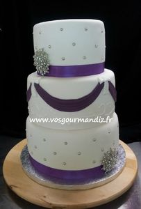 Wedding-cake broche 2