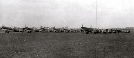British_Spitfires_On_The_Line_At_1St_Combat_Crew_Replacement_Center_Aaf_Station_112_England_30_March_1944_744747_640x279