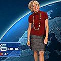 Evelyne Dhéliat jupe grise haut rouge 2120 07 12 10