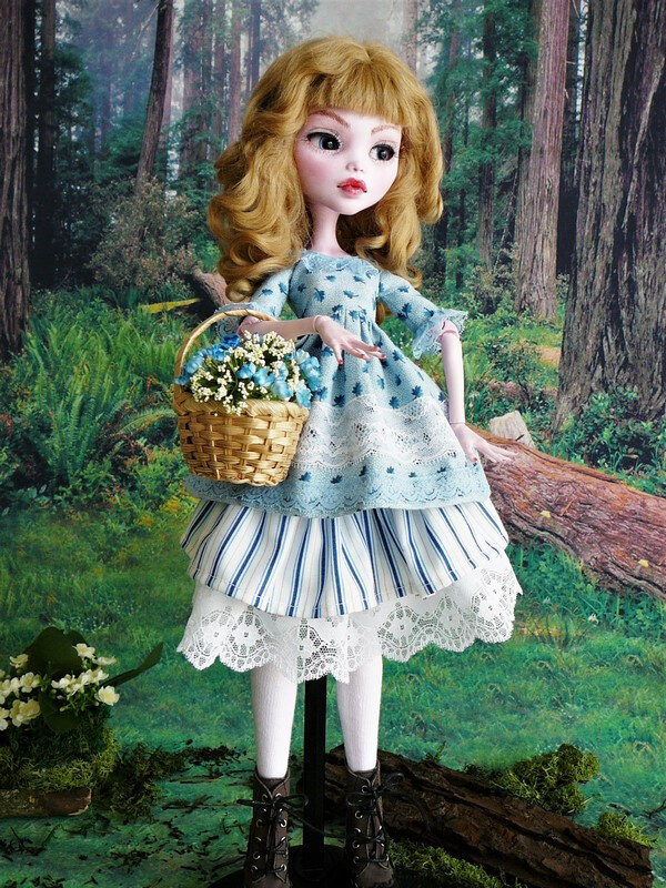 01 Laura en robe de coton fleuri