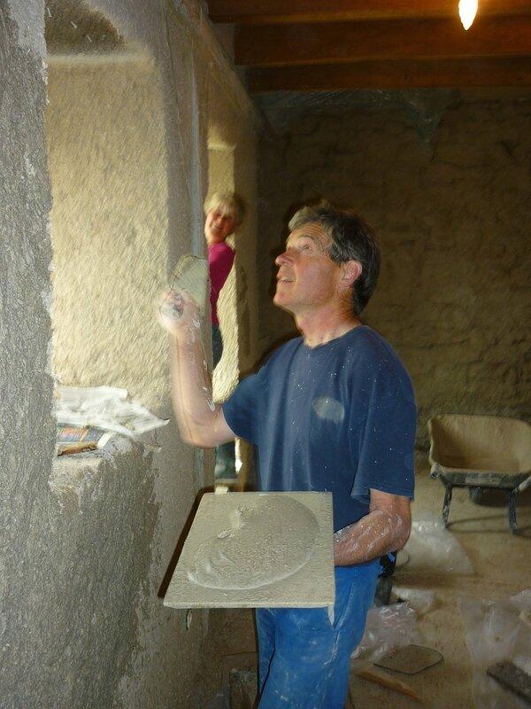Renover une maison - longère - enduits chaux chanvre - mur en pierre - gobetis - enduit de corps - enduits de finition12