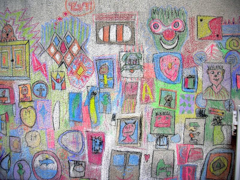 Dessin A La Craie dessins d'enfants a la craie - photo de royère de vassivière