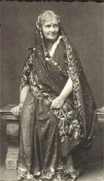 MM en sari