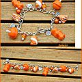 Bracelet breloques oursons etc, orange : 25euros